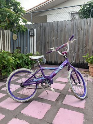 Girls Bike for Toddlers and Kids, 20 -inch Wheels, Purple for Sale in Miami, FL