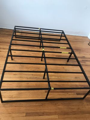 Full sized bed frame for Sale in Chicago, IL