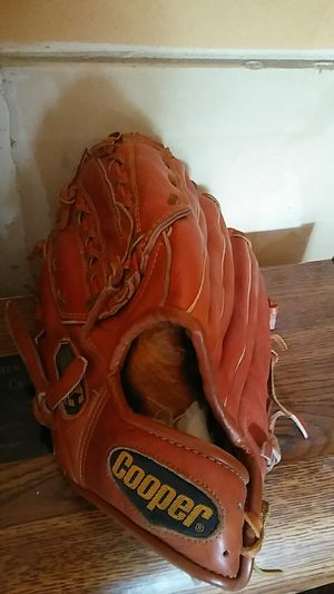 Cooper Left hand baseball glove for Sale in West Bloomfield Township, MI