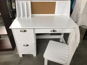 Kids craft toddler desk with chair white outboard bulletin boards drawers this is very nice $124.99 others retail this for $150 for Sale in Phoenix, AZ