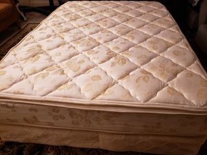 Full size Pillowtop Mattress set box spring bed frame for Sale in Lynnwood, WA
