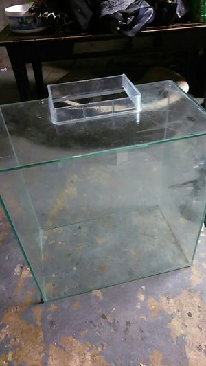 Fish tank 12 gallons for Sale in Columbus, OH