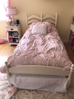Ethan Allen Antique White Bedroom Set for Sale in Staten Island, NY