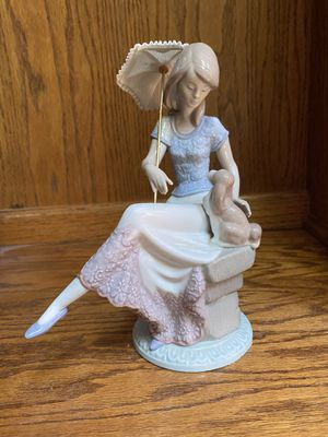 Lladro Figurine for Sale in Burr Ridge, IL