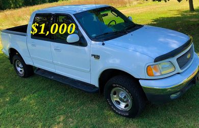 🟢💲1,OOO I'm selling URGENT this Beautiful💚2OO2 Ford F15O nice Family truck XLT Everything is working great! Runs great and fun to drive💪🟢 for Sale in Chicago,  IL