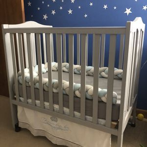 Portable Mini Crib with mattress and Changing Table for Sale in Foxborough, MA