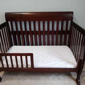 Crib/ Bed And Dresser/changing table for Sale in Woodbury, NJ
