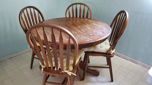 Oak Kitchen table 4 chair & leaf extension for Sale in Pomona, CA