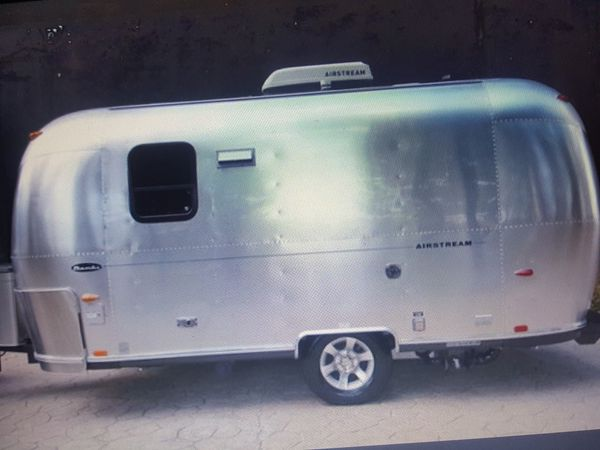 2005 Travel trailer Camper Airstream Bambi! This Ad is for My Mother Please EmAiL Her * Amyglass55 @ G M A I L .COM