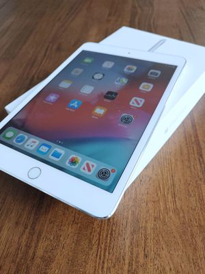 Like New iPad Mini 3 tablet in original box for Sale in Auburn, WA