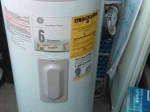 A GE hot water heater electric for Sale in Fresno, CA
