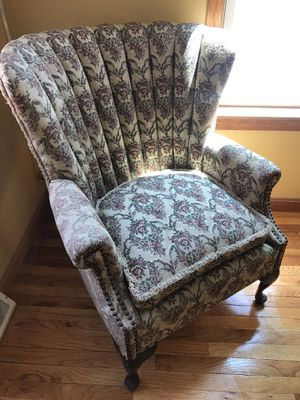 1954 Antique scalloped chair for Sale in Chelmsford, MA