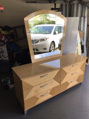 Dresser with detachable mirror for Sale in West Palm Beach, FL