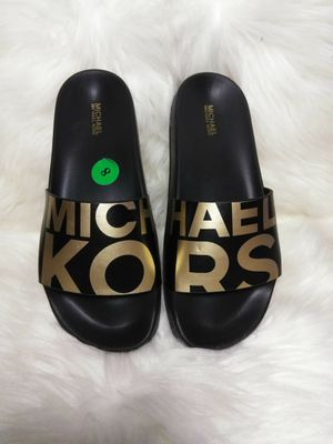Michael Kors Slides sz 8NEW for Sale in Hazelwood, MO
