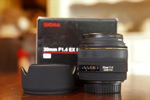 Sigma 30mm f1.4 prime lens for Canon for Sale in Long Beach, CA