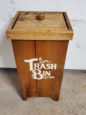 SMALL (10-gal), HEAVY WEATHERED-WOOD, LIDDED OUTDOOR TRASH BIN - firm price, for Sale in Arlington, VA
