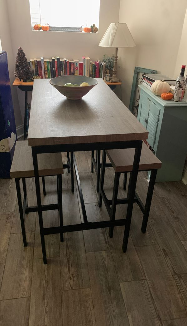 Modern kitchen table with chairs