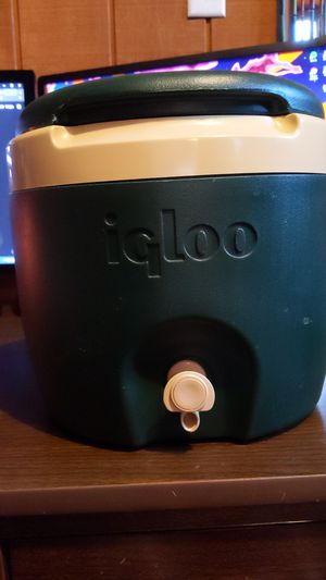 Igloo Water Cooler With Spout for Sale in Powhatan, VA