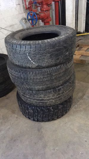 2857017 4 used tires in good condition for Sale in Miami, FL
