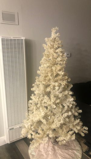 Free Christmas Tree with Clear Yellow Lights for Sale in Hayward, CA