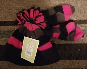Toddler Winter Hat & Gloves for Sale in Bonney Lake, WA