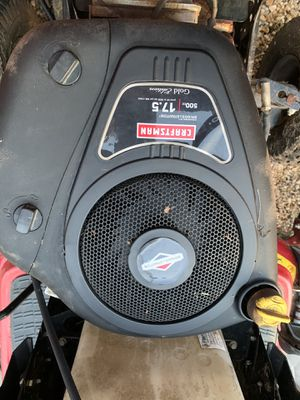 """Craftsman 42"""" deck, 17.5 hp Briggs Stratton Lawn Tractor for Sale in Poolesville, MD"""