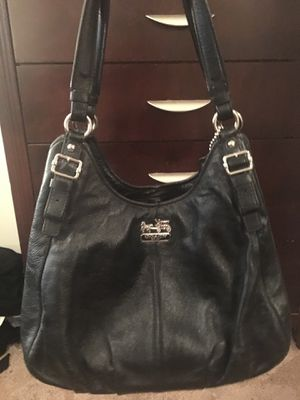 Coach over shoulder classic butter leather purse for Sale in Lake Mary, FL