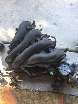 Mazda 6 2004 2.4 parts thruttle body fuel injector for Sale in Modesto, CA