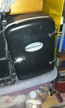 Mini 6-can fridge\cooler for Sale in San Angelo,  TX