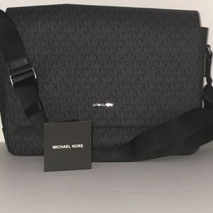 Michael Kors Messenger/Laptop Bag for Sale in Jacksonville, NC
