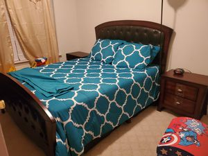 9 piece Queen bedroom set for Sale in Atlanta, GA