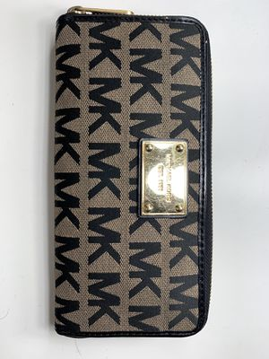 Michael Kors Wallet for Sale in Huntington Park, CA