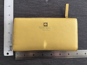 Kate Spade New York Women's Slim Bifold Wallet (Mint Condition) for Sale in Las Vegas, NV