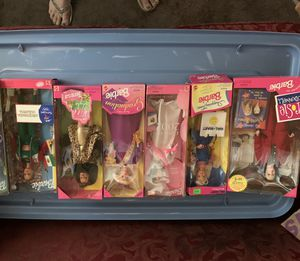 5 Barbies-Sydney 2000 Aficionado Olympic, Wild Style Teresa, Class 2002, Walmart Shopping time, and Rosie O'Donnel for Sale in Moundsville, WV