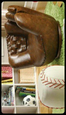 🆕COOL🆕 Baseball Glove Chair & Ottoman for Sale in Washington, DC