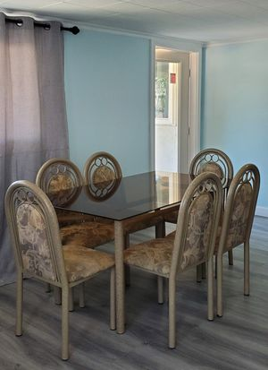 Dining table for $100 for Sale in Garden Grove, CA