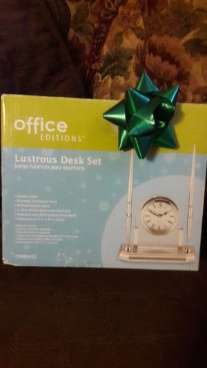 NEW Office Edition Desk Set. 2 pens and clock. for Sale in Laredo, TX
