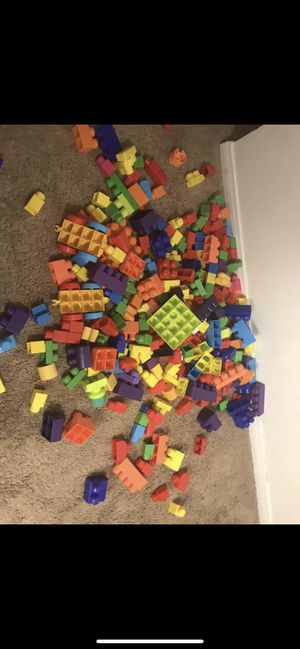 Mega blocks toys for kids toddlers 1 - 5 year old Very Good condition like new and clean 300 pieces for all $30. Price firm for Sale in San Diego, CA