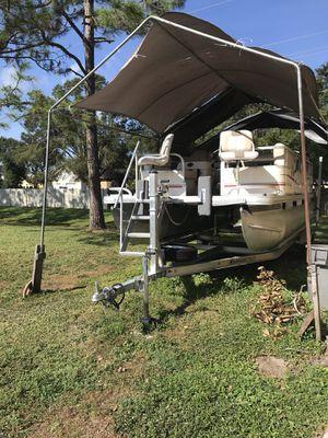 Sun tracker 2011 pontoon boat for Sale in Tampa, FL