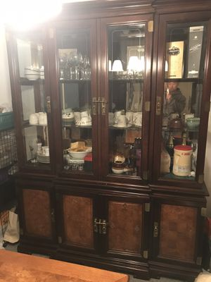 Used ding room set. Includes a china cabinet, dining table and 6 matching chairs. for Sale in East Windsor, NJ