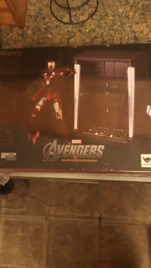 Iron Man marvel avengers by bandai 6 Hall of Fame armor set comes with everything on the back for Sale in Modesto, CA