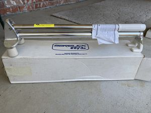 Boat motor tilter, tilts outboard motors by Garelick. New in box ! for Sale in Everett, WA