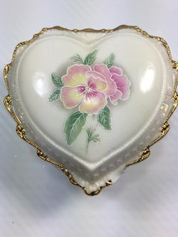 Heritage House Porcelain Musical Heart for Sale in Brooklyn,  NY