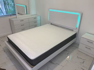 New white queen 5 pieces bedroom set FREE DELIVERY and installation. Bed frame, mattress , dresser mirror, night stand 660 for Sale in Pembroke Pines, FL