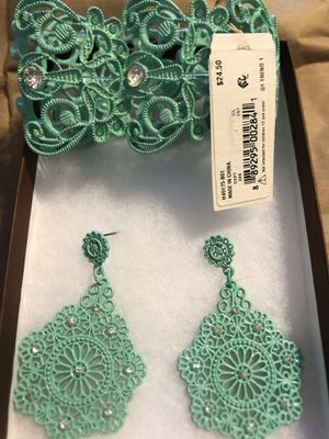 New teal stretchy metal filigree rhinestone bracelet and earrings for Sale in Garrison, MD