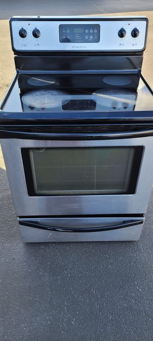 Frigidaire Electric Stove good condition(can deliver for free up to 15 miles(small fee for gas if over 15 miles for Sale in Auburn, WA
