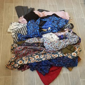 Size large womens 25pc clothes bundle for Sale in Santa Clarita, CA