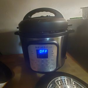 Instant Pot Air Fryer *NEVER USED* for Sale in Philadelphia, PA