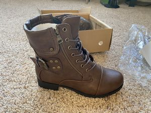 NEW - Woman's Leather Strap Boots (SIZE 7) for Sale in Tamarac, FL