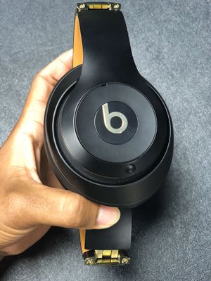 Beats Studio 3 wireless Gold and Black for Sale in Tampa, FL